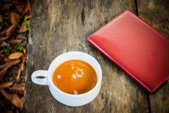 Snut av kaffe med anteckningsboken royaltyfria foton