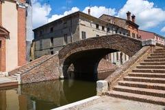 Snutar överbryggar. Comacchio. Emilia-Romagna. Italien. arkivbild