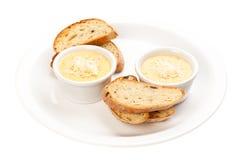 Soße mit Käse und Brot Lizenzfreies Stockbild
