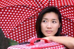 Soñador chino hermoso con la maleta Imágenes de archivo libres de regalías