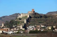 Soave Verona Italy Ancient Castle con le pareti medievali Immagini Stock