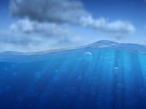 Sob a água e o céu Fotografia de Stock