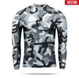 Sob a camisa da compressão da camada com a luva longa no estilo da camuflagem Fotos de Stock