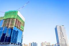 Sob a construção da construção Imagens de Stock