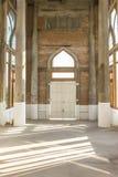 Sob a construção do interior da igreja Imagens de Stock Royalty Free