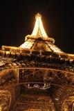 Sob a excursão Eiffel Fotografia de Stock Royalty Free