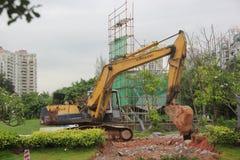 Sob a máquina escavadora da construção em SHENZHEN Fotografia de Stock