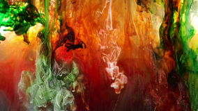 Sob a mistura líquida das cores da água vídeos de arquivo