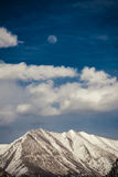 Sob o céu azul e a lua Fotografia de Stock