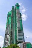 Sob o edifício elevado da construção Fotografia de Stock