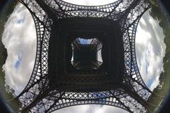 Sob o Eiffel Foto de Stock Royalty Free