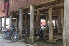Sob o monastério de Shwe Yan Pyay fotografia de stock
