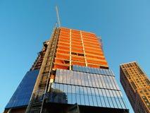 Sob o prédio de escritórios da construção Foto de Stock Royalty Free