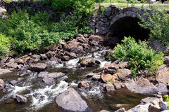 Sob o rio de pedra da ponte Imagem de Stock