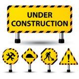 Sob o sinal da construção Fotos de Stock Royalty Free