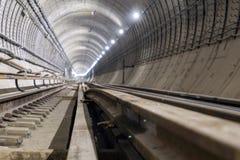 Sob o túnel do metro da construção dos tubos concretos reforçados foto de stock royalty free