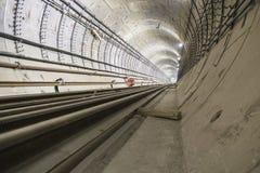 Sob o túnel do metro da construção dos tubos concretos reforçados fotografia de stock royalty free