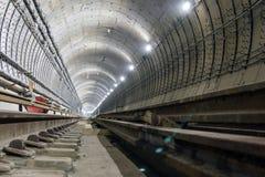 Sob o túnel do metro da construção dos tubos concretos reforçados imagens de stock