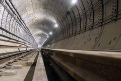 Sob o túnel do metro da construção dos tubos concretos reforçados imagem de stock royalty free
