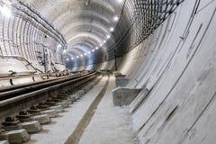 Sob o túnel do metro da construção dos tubos concretos reforçados fotografia de stock