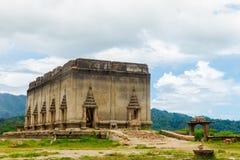 Sob o templo da água em Sangkhaburi, Tailândia fotos de stock royalty free