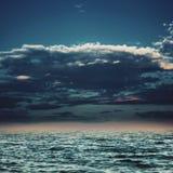 Sob os céus azuis Fotos de Stock Royalty Free