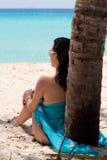 Sob a palmeira Fotos de Stock