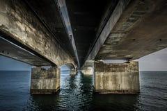 Sob a ponte Imagens de Stock