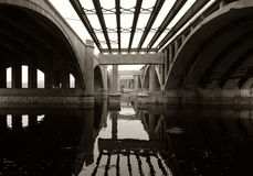 Sob a ponte imagens de stock royalty free