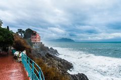Sob a tempestade, trajeto molhado Foto de Stock Royalty Free
