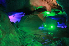Sob a terra é a caverna Foto de Stock