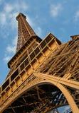 Sob a torre Eiffel Foto de Stock Royalty Free