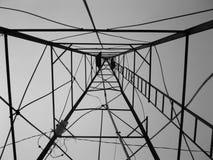 Sob um moinho de vento que olha acima foto de stock