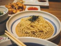 Soba froid de nourriture du Japon d'algue photographie stock