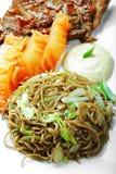 Soba mit Rindfleisch und Gemüse Lizenzfreies Stockfoto