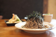 Soba noodle with fried shrimp Royalty Free Stock Images