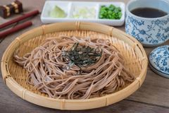 Soba noodles with dried seaweed on bamboo plate, Japanese food Stock Photography