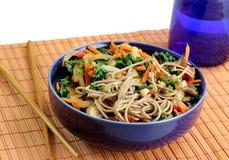 Soba Nudeln mit Gemüse Lizenzfreies Stockbild