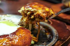 Sobameshi Fried Noodles et riz Images libres de droits
