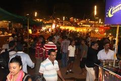 Sobotnia Noc Targowy Arpora, Goa - Zdjęcie Royalty Free
