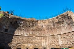 Sobras da abóbada majestosa - as ruínas dos banhos de Dioclet Foto de Stock
