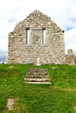 Sobras da parede da igreja, Irlanda Fotos de Stock