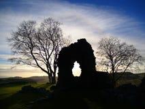Sobras de uma parede medieval no por do sol Imagem de Stock Royalty Free