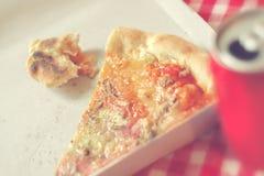 Sobras en caja de cartón, imagen entonada de la pizza Foto de archivo libre de regalías