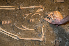 Sobras humanas na areia Imagens de Stock