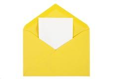 Sobre abierto del amarillo con el papel aislado Fotografía de archivo