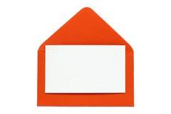 Sobre abierto del rojo con la tarjeta en blanco Imagen de archivo