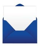 Sobre azul con la carta en blanco Fotos de archivo libres de regalías