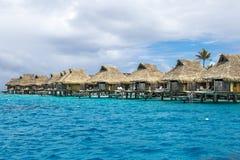 Sobre bungalows da água em Tahiti Fotos de Stock Royalty Free