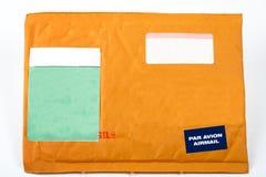 Sobre con las etiquetas engomadas en blanco para el texto Fotos de archivo libres de regalías